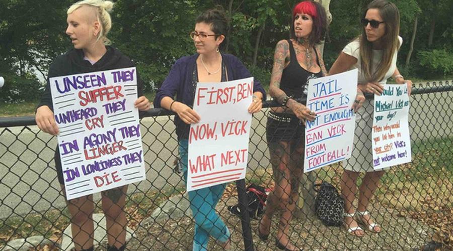 michael vick protesters